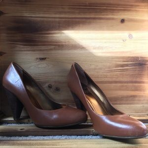 Vince Camuto brown leather heel